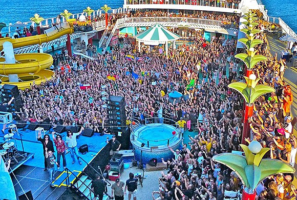 Photo from The KISS Kruise II