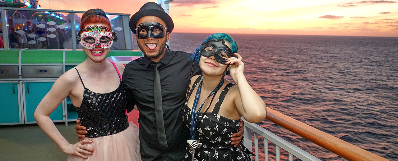 PARAHOY! Theme Night